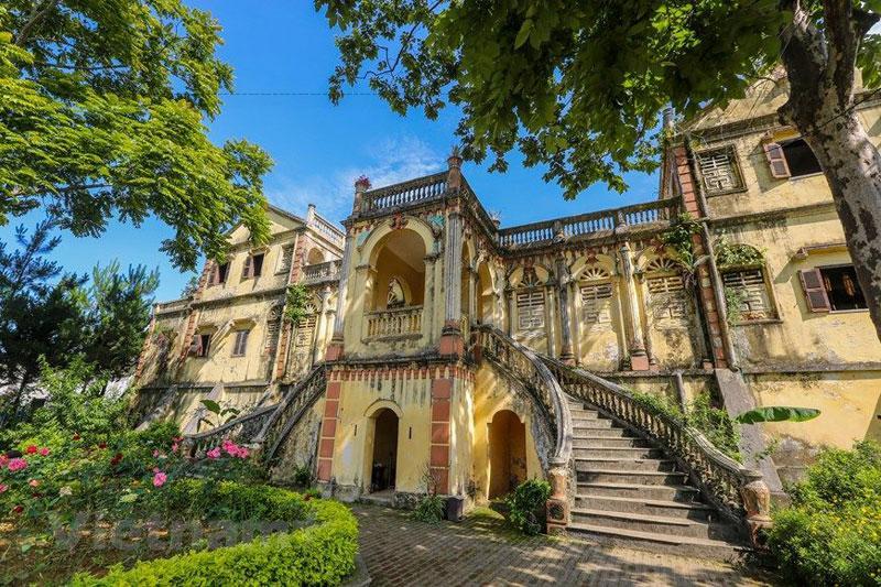 Ngày nay, khu dinh thự Hoàng A Tưởng vẫn đang được bảo tồn rất chu đáo và đây được xem là một trong những nơi thu hút khách du lịch nhiều nhất ở Bắc Hà.
