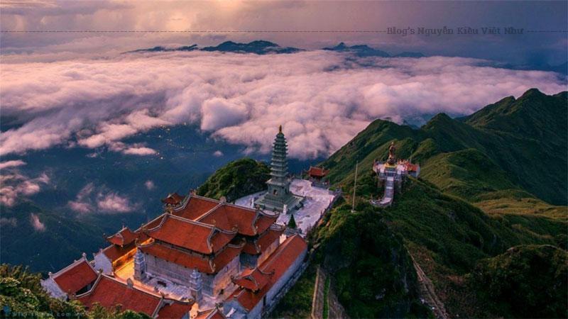 Chùa Kim Sơn Bảo Thắng có tổng cộng 5 gian, sân thềm rộng gần 30m. Mái chùa được làm từ gỗ mộc hoặc đất nung có tráng men, theo lối kiến trúc của Hoàng Thành Thăng Long.