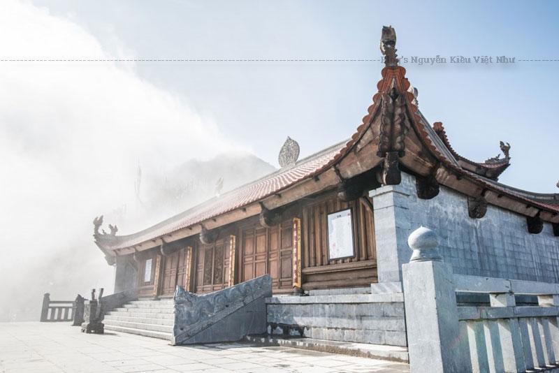 Đây là một trong hai ngôi chùa được xây dựng tại Fansipan – ngọn núi được mệnh danh là nóc nhà Đông Dương, cao nhất trong những ngọn núi của dãy Hoàng Liên Sơn hùng vỹ.