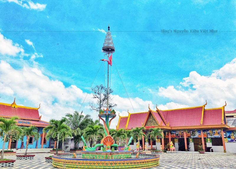 Hiện nay ngoài số tín đồ Phật tử là người Khmer, chùa Sà Lôn còn thu hút đông đảo khách du lịch trong và ngoài nước đến hành hương hay vãn cảnh.