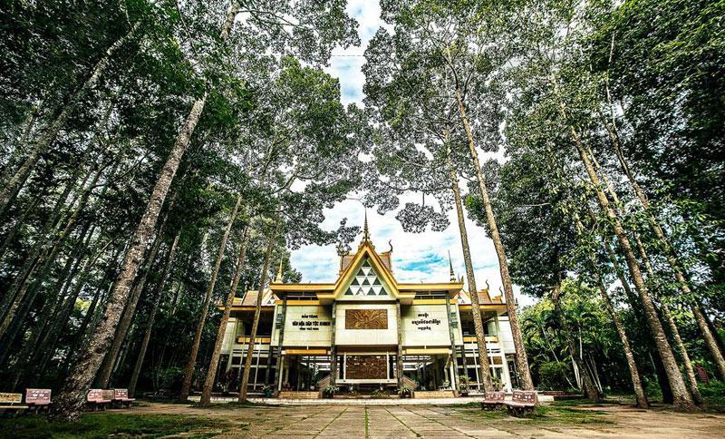 Đến nay, Bảo tàng Sóc Trăng sưu tầm hơn 13 ngàn hiện vật có giá trị, trên 50% hiện vật của đồng bào Khmer hiến tặng. Hàng năm, Bảo tàng Sóc Trăng thu hút gần 200.000 lượt khách trong và ngoài nước đến tham quan tìm hiểu nét đẹp văn hoá lịch sử, truyền thống yêu nước chống giặc ngoại xâm của ba dân tộc Kinh - Hoa - Khmer qua các thời kỳ.