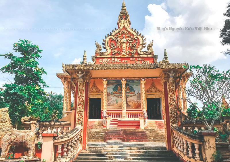 Tất cả đã làm du khách dễ say lòng khi đến với chùa Som Rong.