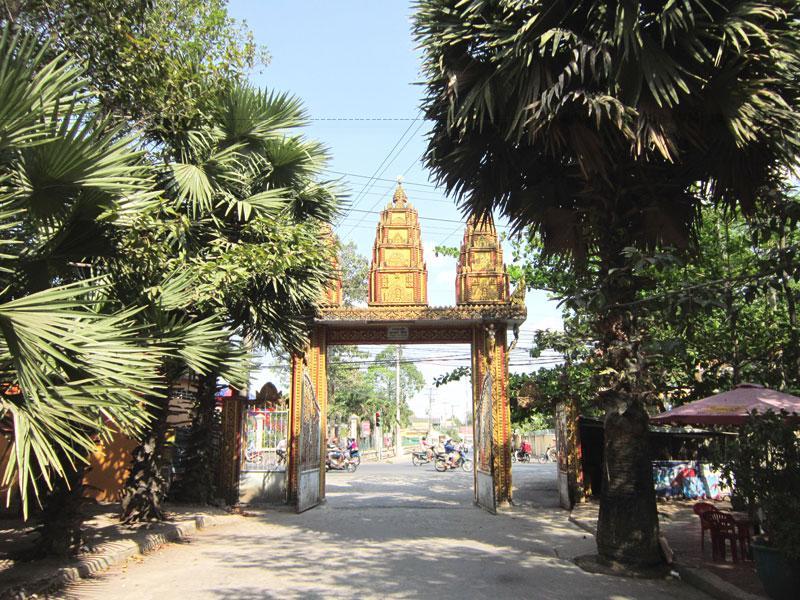 Chùa Kh'Leang là một trong những ngôi chùa Khmer cổ ở khu vực Đồng bằng sông Cửu Long có lịch sử gần 500 trăm.