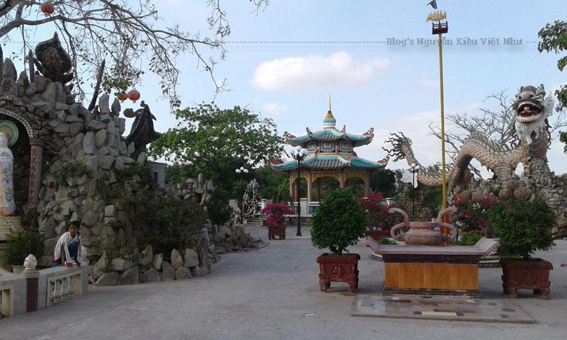 Mọi cảnh vật, không gian đã góp phần tạo nên cho ngôi chùa một sắc thái hài hòa, thanh nhã.