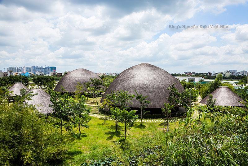 Với mục đích phục vụ cho một tổ hợp gồm nhà hàng ở Sơn La và một sảnh nghi thức, nhóm công trình trên được thiết kế để tạo ra một không gian tao nhã mới lạ.