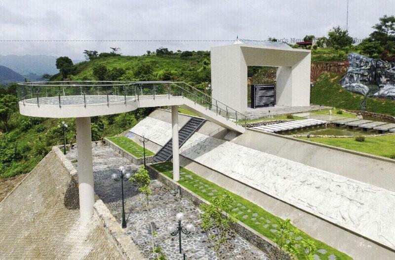 Di tích lịch sử lưu niệm Trung đoàn 52 Tây Tiến được xây dựng tại đồi Nà Bó thị trấn Mộc Châu vào năm 2006 và đã được công nhận là Di tích lịch sử - danh lam thắng cảnh cấp tỉnh vào tháng 2/2007.