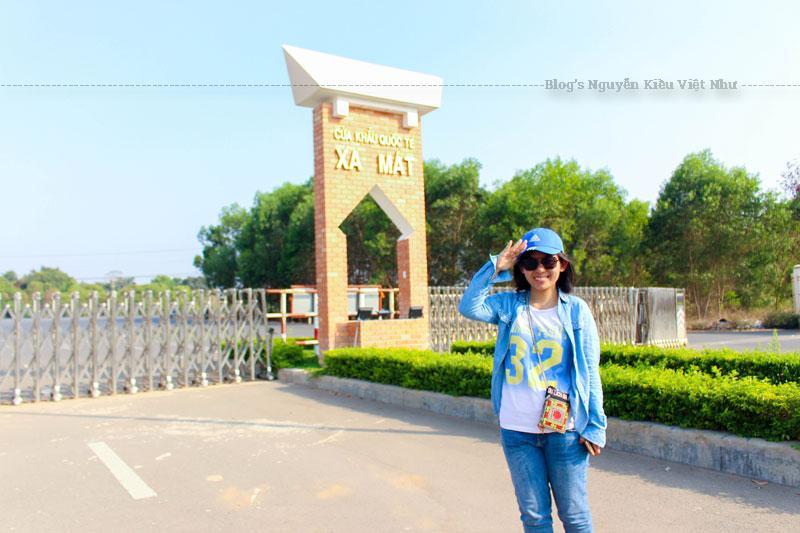 Cửa khẩu Xa Mát có địa chỉ tại ấp Tân Tiến, xã Tân Lập, huyện Tân Biên, tỉnh Tây Ninh. Nơi đây cách thị xã Tây Ninh khoảng 65km về phía Bắc.