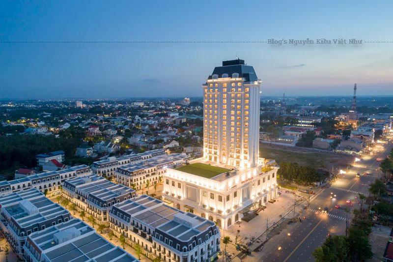 Nhà Hàng Chiêng nằm tầng 6 chuyên phục vụ tiệc buffet với đa dạng các món Á – Âu hấp dẫn thực . Ngoài thưởng thức món ngon bạn còn được ngắm quang cảnh thành phố Tây Ninh tuyệt vời khi tới đây. Thời gian phục vụ: 06:00 – 22:00.