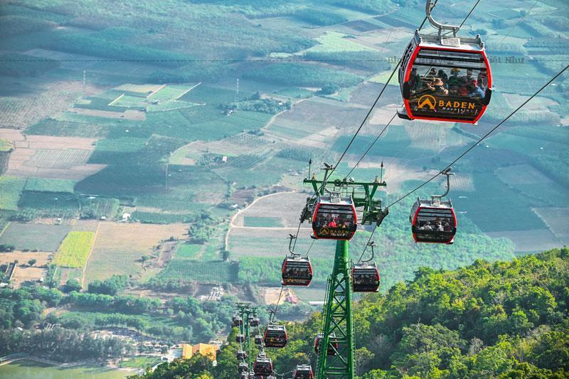 Hệ thống cáp treo núi Bà Đen mới đi vào hoạt động từ tháng 01/2020 với quy mô lớn, hiện đại cùng giá vé hấp dẫn đã thu hút đông đảo du khách đến hành hương, vãn cảnh và khám phá những điều kỳ thú tại danh thắng nổi tiếng bậc nhất của Tây Ninh này.
