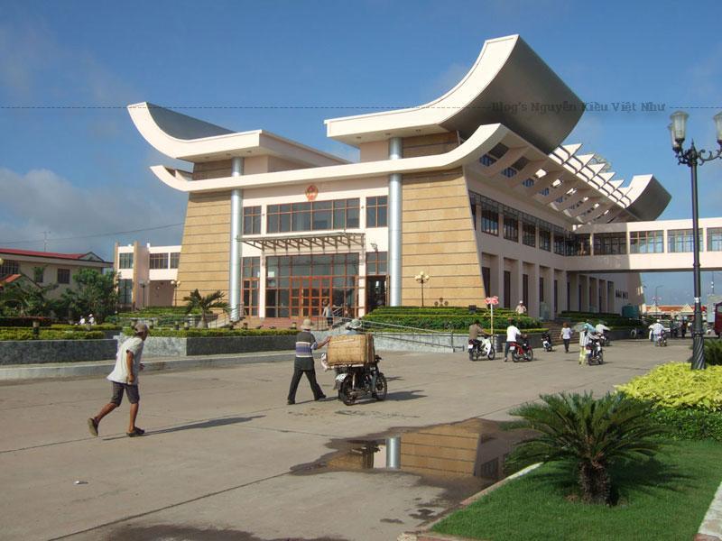 Chiến lược chung của khu kinh tế cửa khẩu Mộc Bài cũng như siêu thị miễn thuế là xuất khẩu hàng Việt Nam sang Campuchia, hàng ngoại nhập chỉ để tăng thu hút.