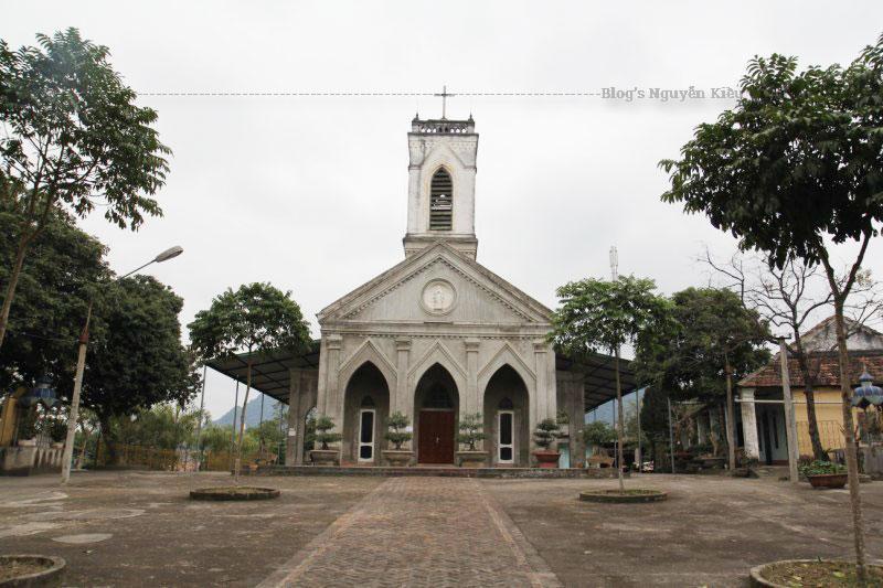 Nhà thờ thuộc giáo phận Hưng Hóa,Bổn Mạng Đức Mẹ Mân Côi (7/10).