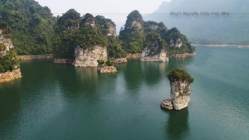 Khu du lịch Na Hang là một huyện vùng cao thuộc huyện Na Hang và Lâm Bình của tỉnh Tuyên Quang.