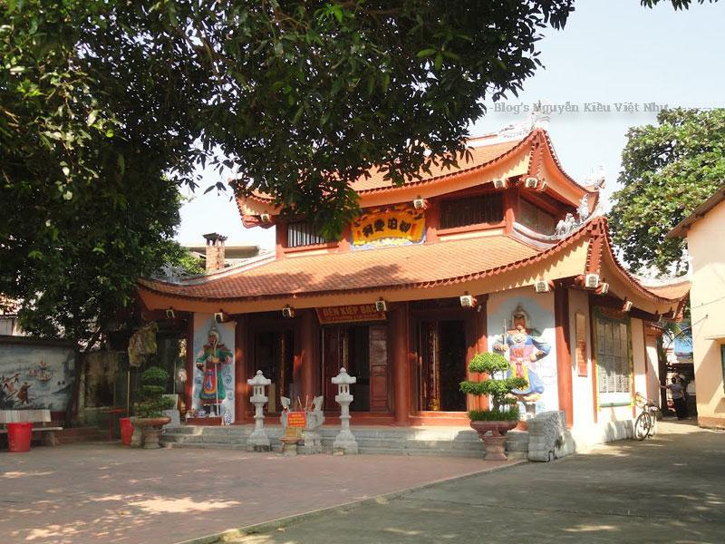 Đền thờ công chúa Phương Dung được coi là hiện thân của đức thánh Mẫu Thượng Thiên. Nơi đây có rất nhiều các sản phẩm sáng tạo mang đậm nét văn hóa bản địa. Sức mạnh tâm linh lan tỏa rộng khắp trong cộng đồng người dân lao động.