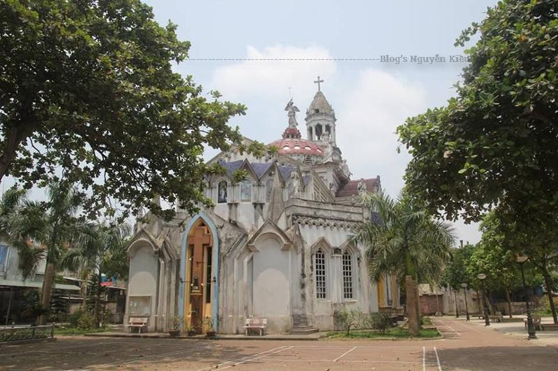 Đây là nhà thờ lớn nhất và cũng được xem là công trình có kiến trúc đẹp tại Yên Bái, hiện nay nhà thờ này đã được tu bổ, xây dựng lại với kiến trúc đẹp khang trang, đáp ứng được nhu cầu tín ngưỡng của giáo dân.
