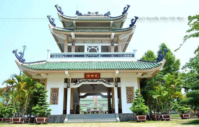 Năm 1698, khi Thống suất Nguyễn Hữu Cảnh vào đến xứ Đồng Nai, thì vùng đất ấy đã khá trù phú với một thương cảng sầm uất, đó là Cù lao Phố.