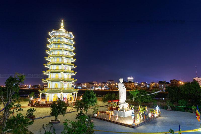 Chùa Đại Giác cùng với chùa Bửu Phong và chùa Long Thiền là ba công trình kiến trúc tôn giáo Việt, được khởi dựng sớm nhất ở Đồng Nai.