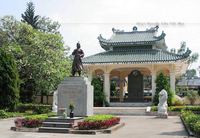 Ngôi đình được xây dựng vào khoảng cuối thế kỳ XVIII, tức khoảng sau thời gian Nguyễn Hữu Cảnh mất (1700).