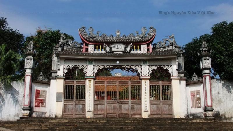 """Vì có nhiều công lao nên ông được dân làng tôn thờ làm hậu thần. Mỗi năm hai dịp vào """"ngày sinh"""" và """"ngày hóa"""" của ông tại lăng Hồng Vân và chùa Hồng ân trên núi Lim. Trải qua nhiều năm tháng, người ta chỉ tổ chức tế lễ hậu thần vào một dịp là ngày 13 tháng giêng trùng với hội chùa Lim."""