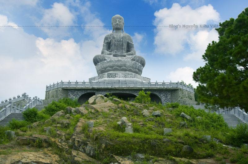 Chùa Phật tích cũng là nơi được cho là địa điểm mà Từ Thức gặp tiên nữ Giáng Hương trong một dịp đầu xuân khi mọi người nô nức xem hoa mẫu đơn.