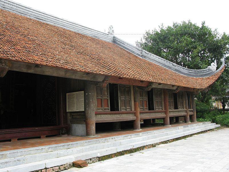 Đình Đông Khang đã bị tàn phá, đình Diềm trước có năm gian hai chái nay chỉ còn ba gian hai chái. Chỉ còn đình Bảng là tương đối nguyên vẹn.