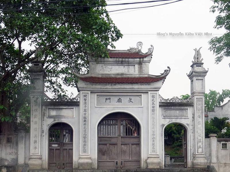 Cùng với Hà Nội và Huế, Bắc Ninh là địa phương thứ ba xây dựng Văn Miếu có tầm cỡ quy mô. Được xây dựng cách ngày nay hàng trăm năm, cùng với sự thăng trầm phát triển của đất nước, Văn miếu Bắc Ninh cũng trải qua rất nhiều lần tu bổ, tôn tạo và chuyển đổi vị trí.