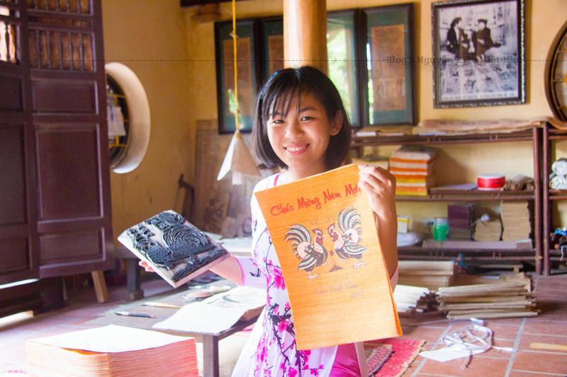 Làng tranh Đông Hồ xưa là làng nghề nổi tiếng về tranh dân gian, thuộc xã Song Hồ, huyện Thuận Thành, tỉnh Bắc Ninh cách Hà Nội chừng trên 25 km.
