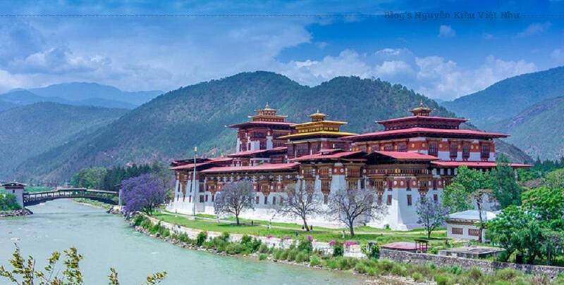 Ngoài ra du khách còn có cơ hội được ngắm những pho tượng Đức Phật, ngài Guru Rinpoche và Zhabdrung được hoàn thành từ giữa thế kỷ 18.