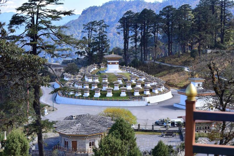 Truyền thuyết kể rằng, tháp Dochula được xây để xua đuổi một con quỷ thường hay bắt người tại đèo Dochula. Đây là con đèo nối thủ đô Thimphu với miền đông Bhutan.