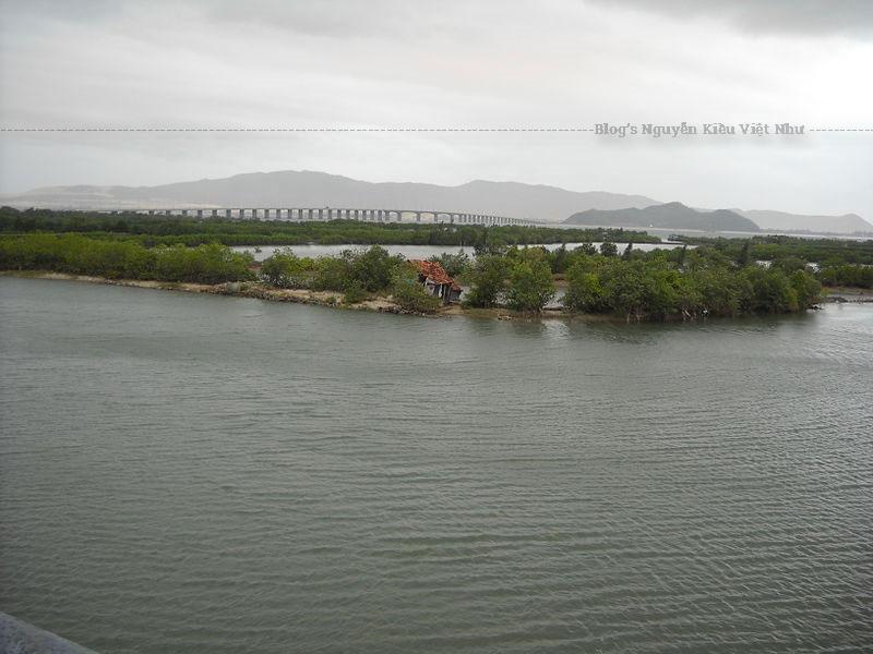 Cầu Thị Nại được khởi công năm 2002 và khánh thành năm 2006, được coi là cây cầu vượt biển dài nhất Việt Nam
