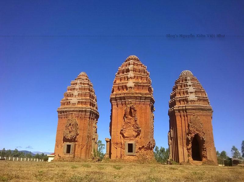 Tháp Dương Long được xây dựng vào cuối thế kỷ 12. Đây là thời kỳ phát triển rực rỡ nhất của nền văn hóa Chăm Pa.