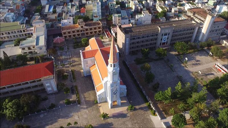 Nhà thờ này được Giám mục Van Camelbeke Hân khởi công xây dựng vào năm 1892 và vẫn còn tồn tại đến ngày nay.