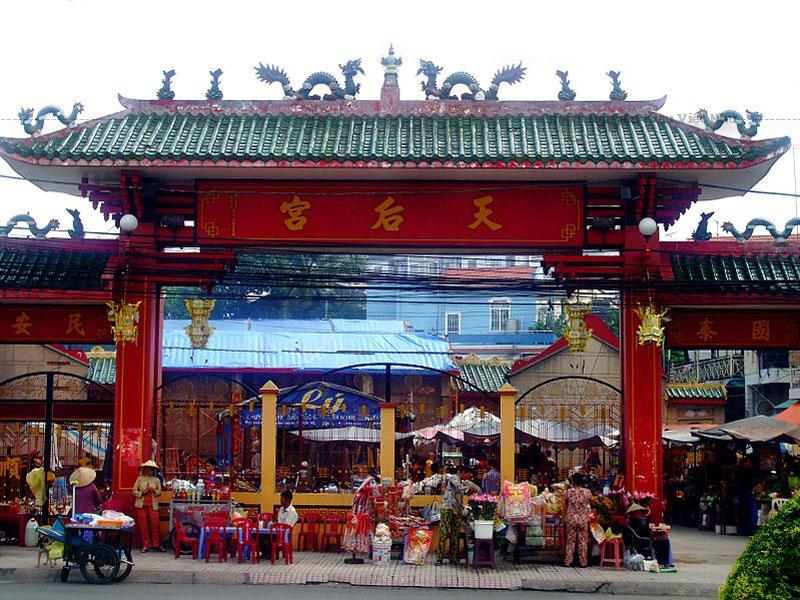 Miếu bà Thiên Hậu ở thành phố Thủ Dầu Một, là nơi tín ngưỡng của đồng bào người Việt gốc Hoa (chủ yếu) trên đất Bình Dương và các tỉnh thành lân cận.