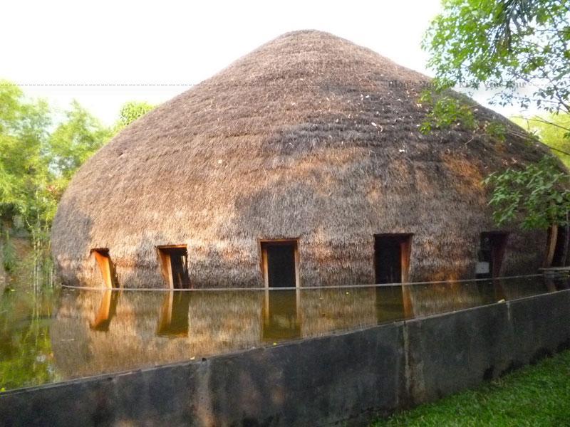 Chủ nhân của công trình này là KTS Võ Trọng Nghĩa và các cộng sự. Đây là kiến trúc tại Bình Dương đượcGiải thưởng Kiến trúc Quốc tế năm 2008.