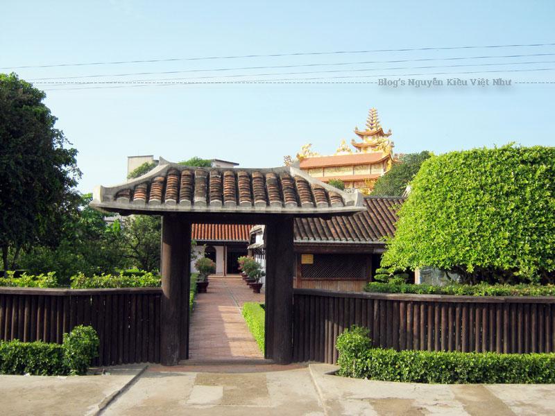 Tháng 2 năm 1911, Nguyễn Tất Thành rời trường Dục Thanh và Phan Thiết vào Sài Gòn.