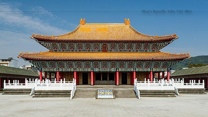 Miếu Khổng Tử nằm bên bờ bắc hồ Liên Trì, hoàn thành vào năm 1976, thuộc thể loại kiến trúc cung điện kiểu mới, mô phỏng theo miếu Khổng Tử đời Tống ở Khúc Phụ – Sơn Đông – Trung Quốc.