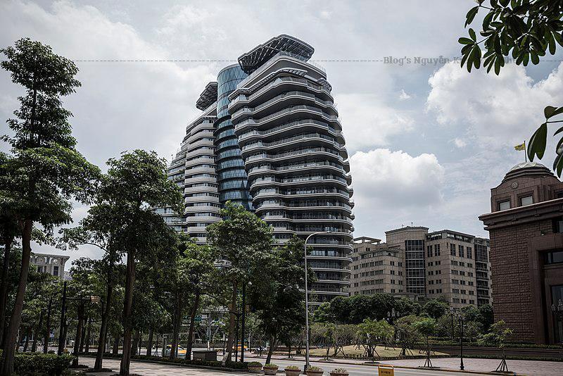 Tao Zhu Yi Yuan nhanh chóng trở thành địa điểm được tìm kiếm nhiều nhất trên mạng xã hội ở Đài Bắc thời gian. Đường đi tới đây cũng khá đơn giản. Bạn đi metro line xanh, xuống tại ga Taipei City Hall, ra cửa exit 3, đi một chút là tới.