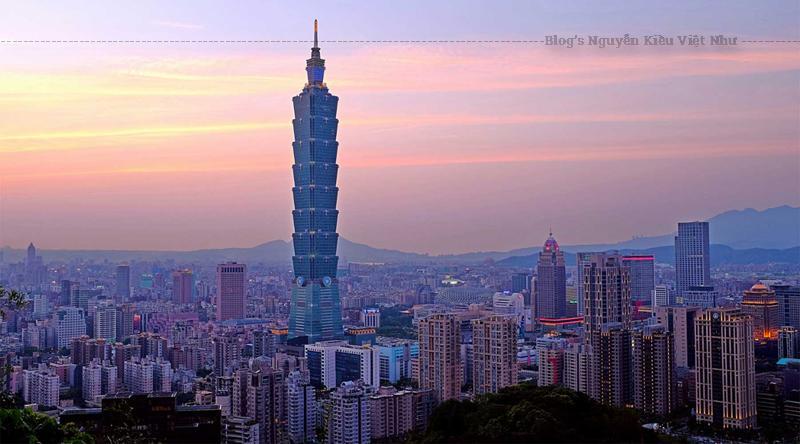 Tháp chính có đặc điểm là một chuỗi gồm tám đoạn, mỗi đoạn có tám tầng. Trong văn hóa Trung Hoa, số 8 (bát) có liên hệ với sự giàu có, thịnh vượng và may mắn.