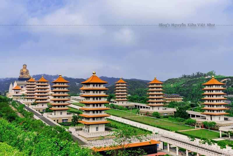 Phật Quang Sơn nằm ở khu vực Đông Bắc của làng Đại Thọ - Cao Hùng – Đài Loan.