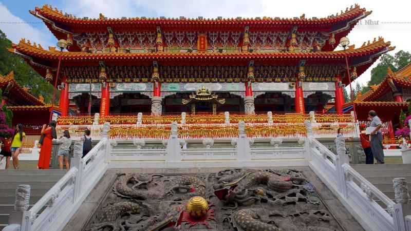 Miếu Văn Võ Đài Loan là nơi thờ Khổng Tử (Văn Miếu) và Quan Công (Võ Miếu). Tọa lạc ở bờ hồ phía bắc của Nhật Nguyệt Hồ, thuộc Đài Trung, Văn Võ Miếu là một trong những chùa nổi tiếng Đài Loan. Văn Võ Miếu nằm ở bờ hồ phía bắc của Nhật Nguyệt Hồ, thuộc Đài Trung.