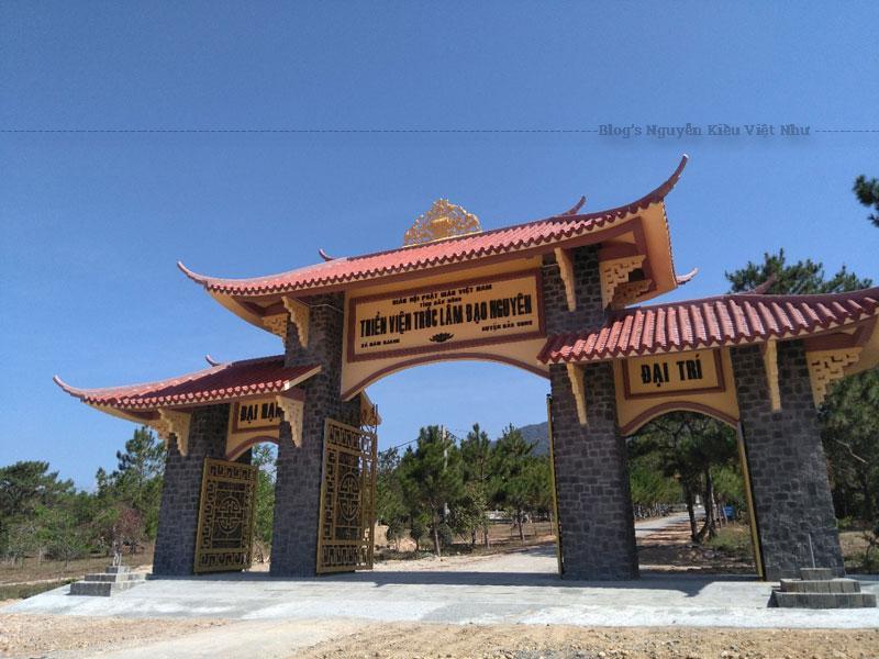 Địa chỉ Thiền Viện Trúc Lâm Đạo Nguyên: Nằm Đắk Mil, Đắc Song, Đắc Nông (khu thiền viện này cách thành phố Gia Nghĩa khoảng 40km).