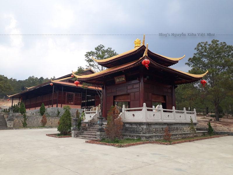 Thiền Viện Trúc Lâm Đạo Nguyên là điểm du lịch tâm linh nổi tiếng và nơi đây được xem là trọng điểm của tỉnh Đắk Nông. Chính vì thế mà thiền viện được đầu tư xây dựng và được tu sửa thường xuyên, để phục vụ khách du lịch, thăm quan.