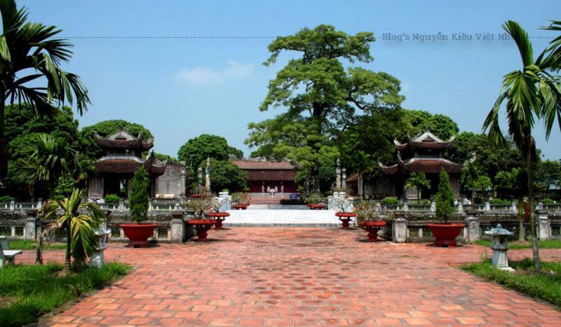 Qua hơn 300 năm, đến năm 1801 dưới thời Tây Sơn, Văn miếu được di chuyển từ Vĩnh Lại về Mao Điền cùng với Trường thi hương trấn Hải Dương và trở thành nơi đào tạo hàng nghìn cử nhân, tiến sỹ Nho học, đứng hàng đầu cả nước.