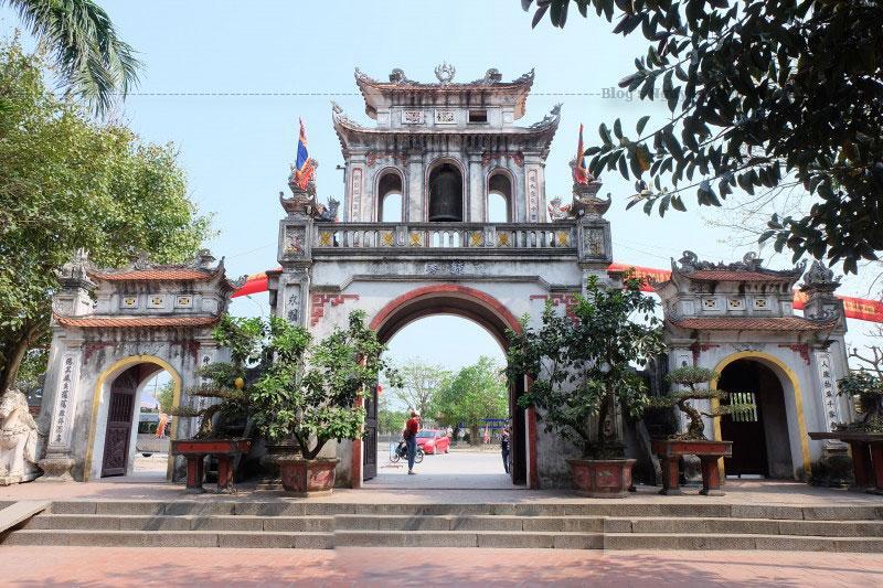 Đến giữa thập kỷ 40 của thế kỷ XX, đền Tranh được tôn tạo với quy mô khá lớn, kiến trúc đẹp tại Hải Dương theo kiểu Trùng thiềm điệp ốc với những cung và gian thờ khác nhau. Năm 1946, thực hiện tiêu thổ kháng chiến, nhiều hạng mục ngôi đền bị tháo gỡ.