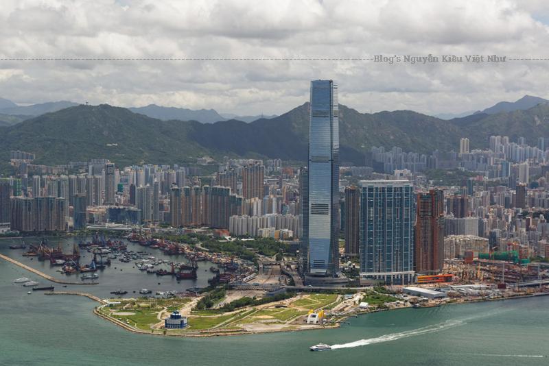 Tòa tháp được thiết kế bởi công ty kiến trúc Mỹ Kohn Pedersen Fox Associates (KPF) kết hợp với Công ty Wong & Ouyang (HK) Ltd..