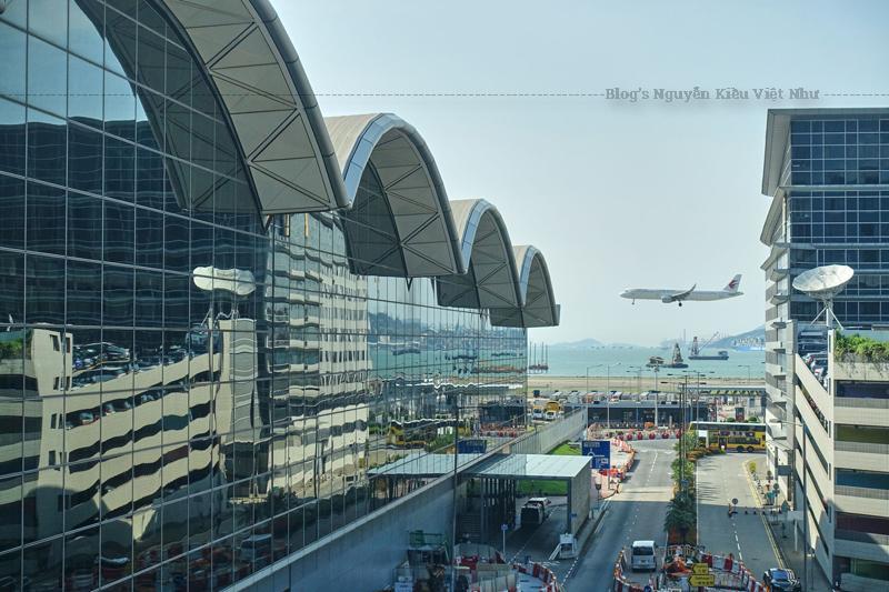Sân bay này là một điểm đến quan trọng cho nhiều hãng hàng không, bao gồm cả China Airlines, China Eastern Airlines. Singapore Airlines, Ethiopian Airlines, Virgin Atlantic và Air India sử dụng sân bay này làm điểm dừng các chuyến bay đường dài.