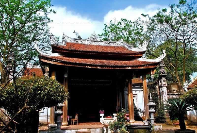 Lễ hội Chử Đồng Tử diễn ra từ ngày 10 đến 12 tháng 2 âm lịch để ghi nhớ công ơn của Đức Thánh Chử Đồng Tử và công chúa Tiên Dung có công chữa bệnh giúp dân. Đây là một trong 16 lễ hội lớn nhất cả nước.