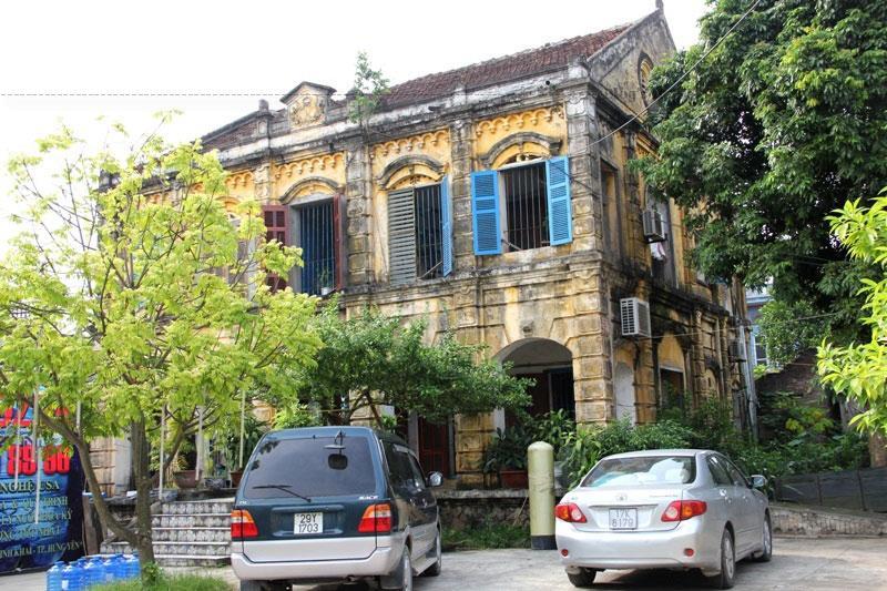 Trong thời kỳ cấm đạo, vì là tỉnh lỵ nên Hưng Yên có nhiều tín hữu bị giam cầm. Làng Bái Trang (gần tỉnh) đã trở thành pháp trường xử nhiều người bị bắt vì đạo.
