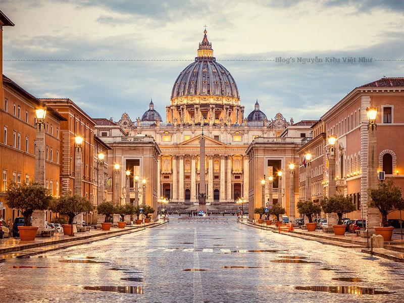 Thánh đường thánh Phêrô là một nhà thờ theo phong cách Phục Hưng nằm tại thành phố Vatican, phía tây của sông Tiber và gần đồi Janiculum và Lăng Hadrian.