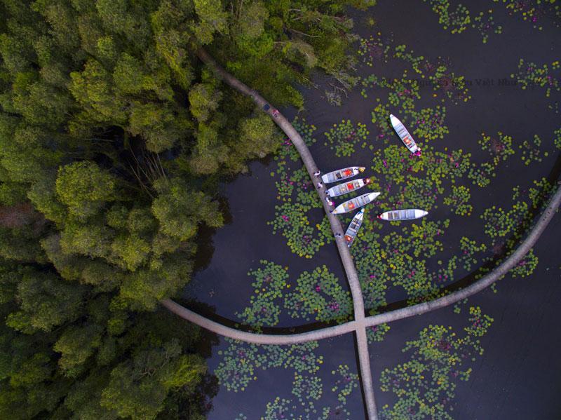 Làng nổi Tân Lập vốn là một khu du lịch sinh thái, nằm ở xã Tân Lập, huyện Mộc Hóa, tỉnh Long An.
