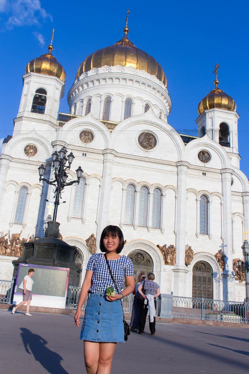 Với sự kết thúc chế độ Cộng sản, Giáo hội Chính thống Nga nhận được sự cho phép để xây dựng lại Nhà thờ chính tòa Chúa Kitô Đấng Cứu Độ vào tháng 2 năm 1990.